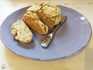 Glutenfreies Brot aus Schichtkäse Schnabel auf