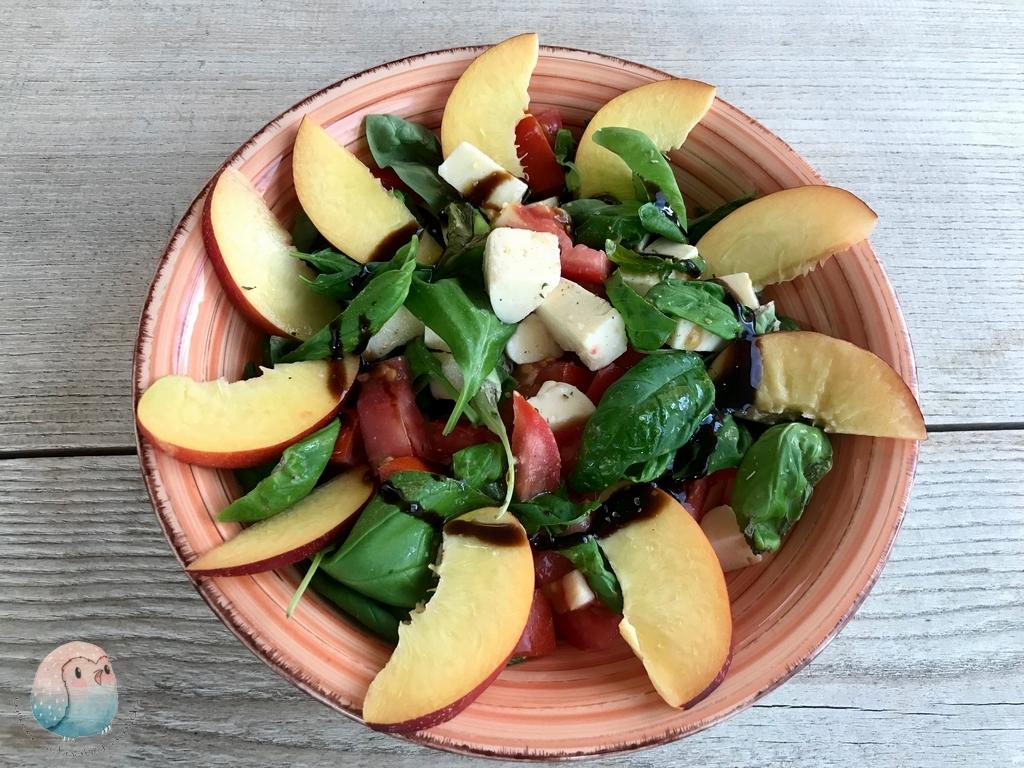 Mozarella Nektarinen Salat basische Ernährung schnabel-auf