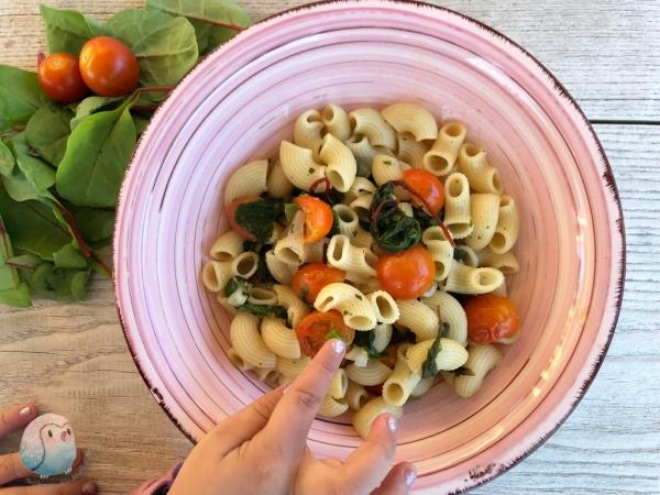 one pot pasta mit mangold schnabel-auf