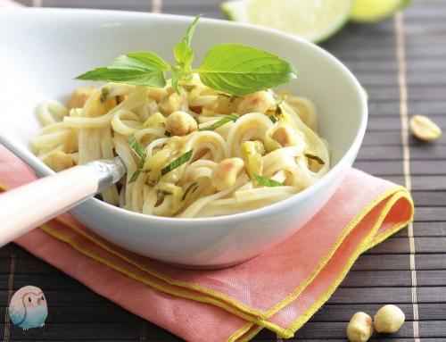 Reisnudeln mit grüner Erdnusssoße